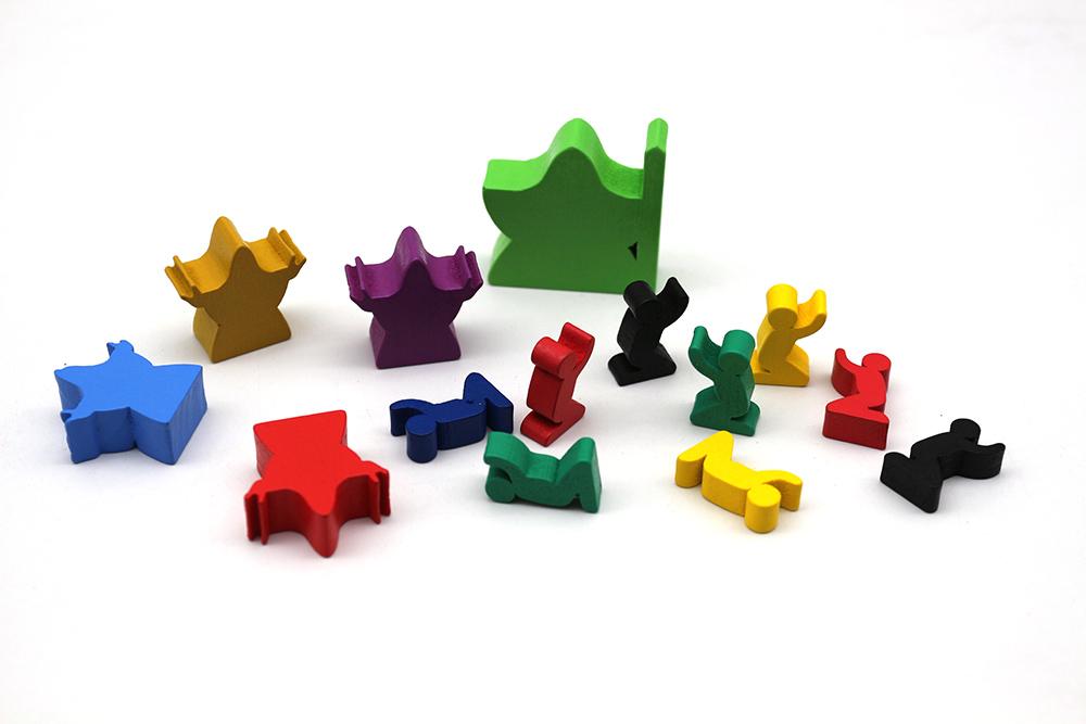 厂家定制桌游,零件骰子、塑胶跳棋、游戏币、木制配件等